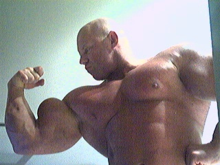 Massive Bodybuilder Brad Hollibaugh